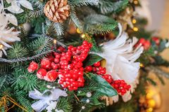 Decoración de la Navidad en árbol Concepto de la feliz Navidad, nueva Y Fotos de archivo libres de regalías