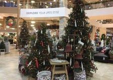 Decoración de la Navidad en el equipamiento y la tienda de muebles Imagen de archivo