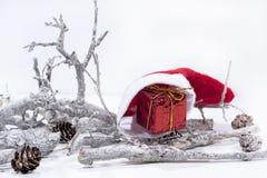 Decoración de la Navidad en el fondo blanco Calendario del papel de la tabla del año 2019 fotografía de archivo libre de regalías