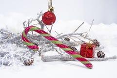 Decoración de la Navidad en el fondo blanco Calendario del papel de la tabla del año 2019 imagen de archivo