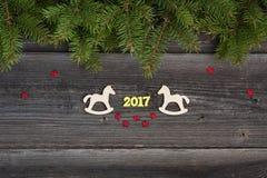 Decoración de la Navidad en el fondo de madera Imágenes de archivo libres de regalías