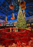 Decoración de la Navidad en el invernadero del hotel de Bellagio y el jardín botánico Foto de archivo libre de regalías
