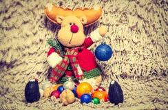 Decoración de la Navidad en fondo caliente fotografía de archivo