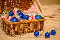 Decoración de la Navidad en fondo caliente fotos de archivo libres de regalías