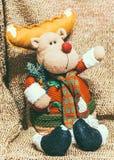 Decoración de la Navidad en fondo caliente con los ciervos de la Navidad imágenes de archivo libres de regalías