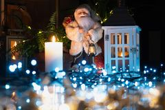 Decoración de la Navidad en interior fotografía de archivo libre de regalías