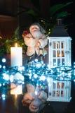 Decoración de la Navidad en interior foto de archivo libre de regalías