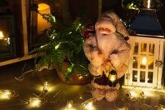 Decoración de la Navidad en interior foto de archivo