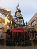 Decoración de la Navidad en la alameda del valle de la moda en San Diego, California Imágenes de archivo libres de regalías