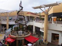 Decoración de la Navidad en la alameda del valle de la moda en San Diego, California Fotos de archivo