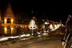 Decoración de la Navidad en la noche fotos de archivo libres de regalías