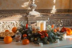 Decoración de la Navidad en la sala de estar Foto de archivo libre de regalías