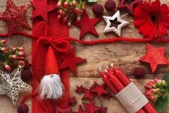Decoración de la Navidad en la madera rústica Fotos de archivo