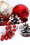 Decoración de la Navidad en rojo y colores en blanco Fotografía de archivo