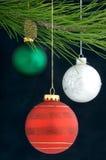 Decoración de la Navidad en un árbol Foto de archivo libre de regalías