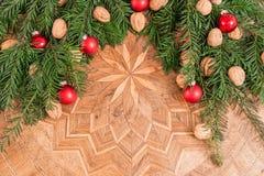 Decoración de la Navidad en una tabla antigua Foto de archivo libre de regalías