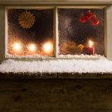 Decoración de la Navidad en una ventana 34 Fotos de archivo