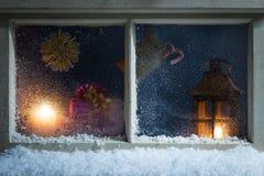 Decoración de la Navidad en una ventana 37 Fotografía de archivo libre de regalías