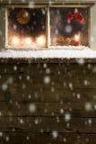 Decoración de la Navidad en una ventana Foto de archivo libre de regalías