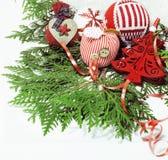 Decoración de la Navidad, fondo blanco para los saludos de la postal, diseño del juguete en vintage macro de Navidad del árbol Foto de archivo libre de regalías