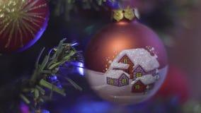 Decoración de la Navidad Fondo borroso extracto del día de fiesta de Bokeh Guirnalda del centelleo El árbol de navidad enciende e almacen de video