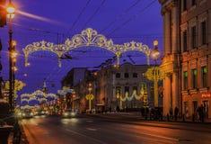 Decoración de la Navidad de la perspectiva de Nevsky en St Petersburg Imágenes de archivo libres de regalías