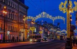 Decoración de la Navidad de la perspectiva de Nevsky en St Petersburg Fotos de archivo libres de regalías