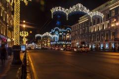 Decoración de la Navidad de la perspectiva de Nevsky en St Petersburg Imagen de archivo libre de regalías
