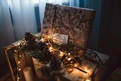 Decoración de la Navidad presente en luces Fotografía de archivo