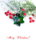 Decoración de la Navidad. Ramas del abeto, estrella, bolas, en la parte posterior del blanco Fotos de archivo libres de regalías