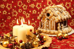Decoración de la Navidad y casa de pan de jengibre Foto de archivo