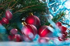Decoración de la Navidad y del Año Nuevo aislada en el fondo blanco Diseño del arte de la frontera con la chuchería del día de fi Fotografía de archivo libre de regalías