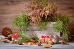 Decoración de la Navidad y del Año Nuevo con el manojo de pino Fotografía de archivo libre de regalías