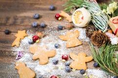 Decoración de la Navidad y del Año Nuevo con las galletas del pan de jengibre Fotografía de archivo libre de regalías