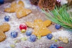Decoración de la Navidad y del Año Nuevo con las galletas del pan de jengibre Fotos de archivo