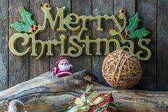 Decoración de la Navidad y del Año Nuevo en fondo de madera Fotografía de archivo