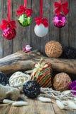 Decoración de la Navidad y del Año Nuevo en fondo de madera Foto de archivo libre de regalías