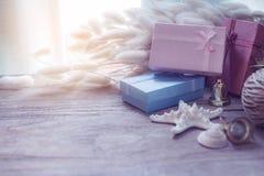 Decoración de la Navidad y del Año Nuevo en fondo de madera Fotografía de archivo libre de regalías