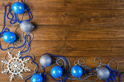 Decoración de la Navidad y del Año Nuevo en una tabla de madera, con la copia s Fotos de archivo