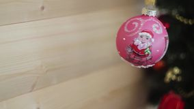 Decoración de la Navidad y del Año Nuevo Fondo borroso del día de fiesta del bokeh Guirnalda del centelleo El árbol de navidad en metrajes