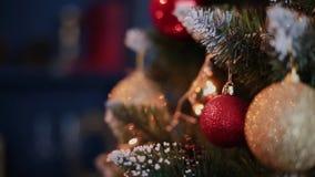 Decoración de la Navidad y del Año Nuevo Fondo borroso extracto del día de fiesta de Bokeh Guirnalda del centelleo Luces del árbo metrajes