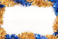 Decoración de la Navidad y del Año Nuevo hecha del bastidor de la esquina con los ornamentos del Año Nuevo Fotografía de archivo