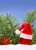 Decoración de la Navidad y sombrero de Papá Noel Imagen de archivo