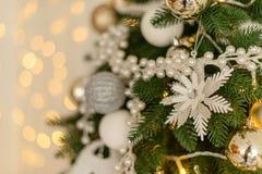 Decoración de la Navidad y un abeto Fotografía de archivo