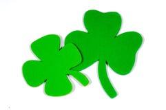 Decoración de la nota del día del St. Patrick con el trébol de la espuma foto de archivo libre de regalías
