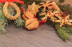 Decoración de la paja con la rama de la confitería en el fondo de piedra imagen de archivo libre de regalías