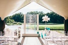 Decoración de la pluma y del vidrio para la ceremonia de boda Al aire libre, ningunas personas Foto de archivo