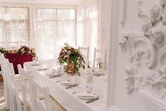 Decoración de la tabla de la boda del restaurante Fotografía de archivo libre de regalías