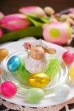 Decoración de la tabla de Pascua fotos de archivo