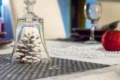Decoración de la tabla del día de fiesta de la Navidad imágenes de archivo libres de regalías